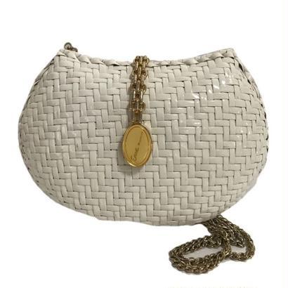 white basket chain bag