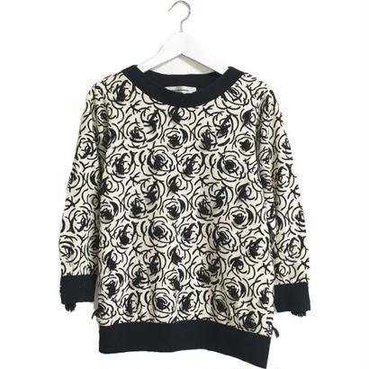 monotone flower design knit