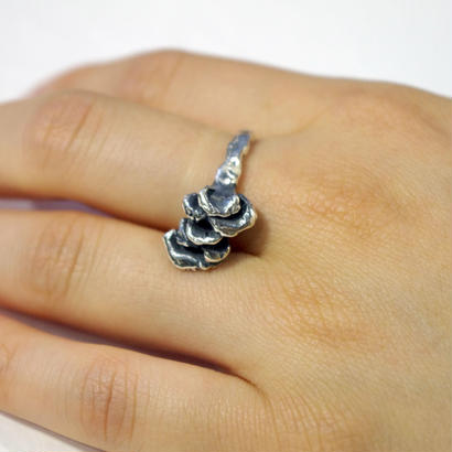 """grifola ring"" bk/wh"