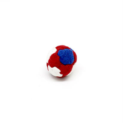 フットバッグ ピンバッジ 〈白×青×赤〉