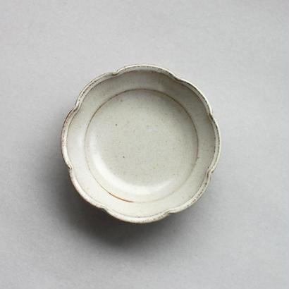 関太一郎 輪花豆皿 チタン白