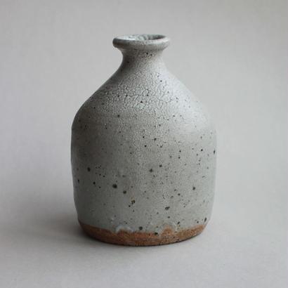 芳賀龍一:籾灰釉 徳利 A
