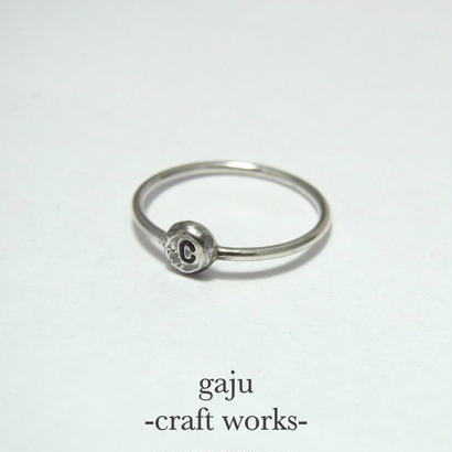 wire ring / initial