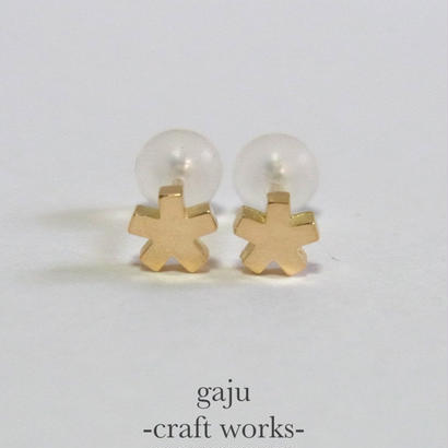 petite angular star pierced earring (K18 gold)