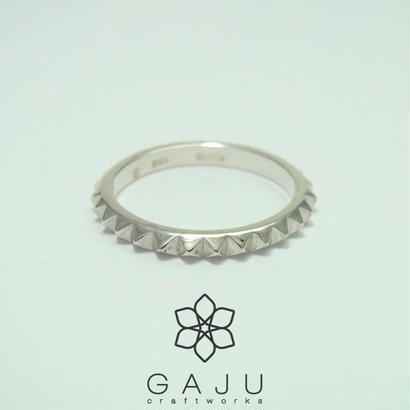 studs ring size M