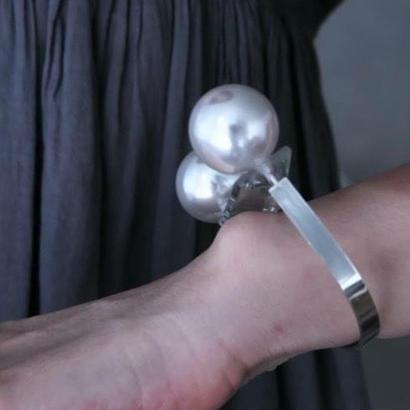 Imago big pearl bangle