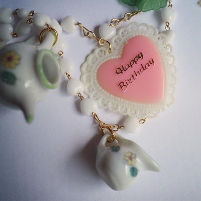 BD TEA PARTY  NECKLACE