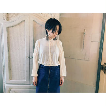 TAN. 「BALLOON SILHOUETTE BLOUSE」
