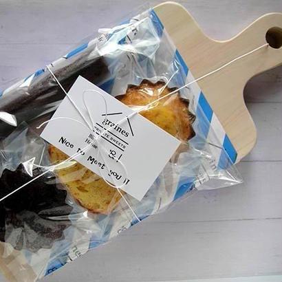 カッティングボードと焼き菓子のギフト