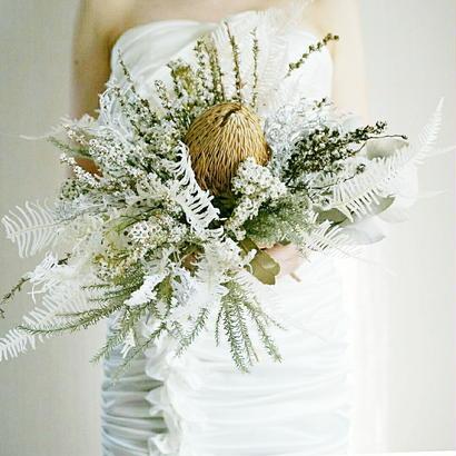 『白い花のブーケ white1017 』あえてドライフラワーがこなれた雰囲気に