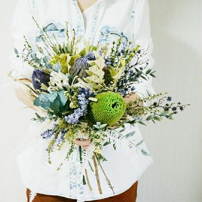 『花束の贈り物 green&purple』センスのいい色合いのプレゼント