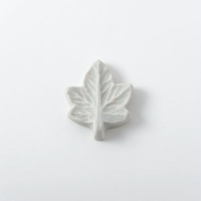 箸置き 白釉 Lサイズ 楓
