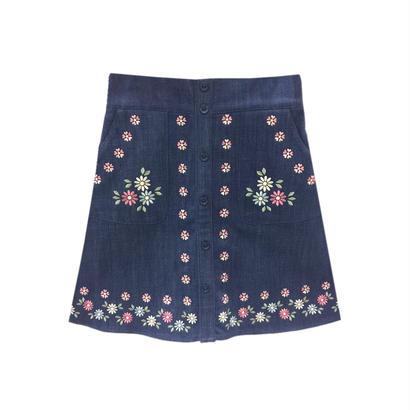 172SK24 前ボタン花刺繍台形スカート