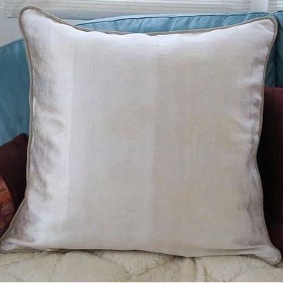ビッグサイズクッションカバー(60cm角用)両面使いゴールド系×ホワイトシルバ―ホワイト系