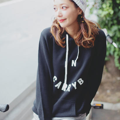 In carry Bロゴパーカー(Black)