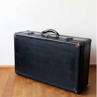 no182  黒いスーツケース