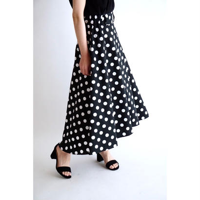 it / 【7月上旬配送開始】MINI FRILL FREAR SKIRT (BLACK×DOT)