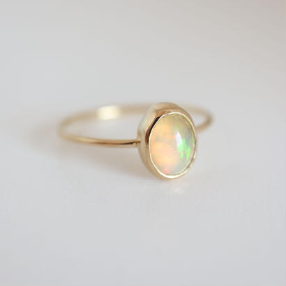 K18 & OPAL OVAL CABOCHON RING