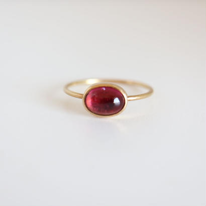 K18  TOURMALINE OVAL CABOCHON RING