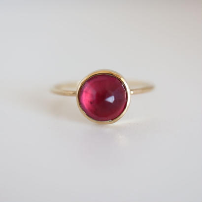 K18  RUBY OVALCABOCHON RING