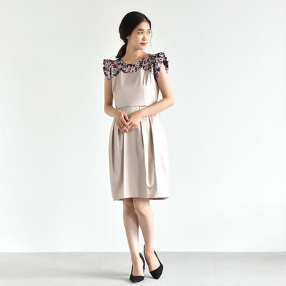【OUTLET SALE】001152 / 肩フリル オリジナルプリント ワンピース