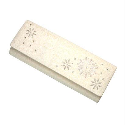 花モチーフ刺繍のクラッチバッグ