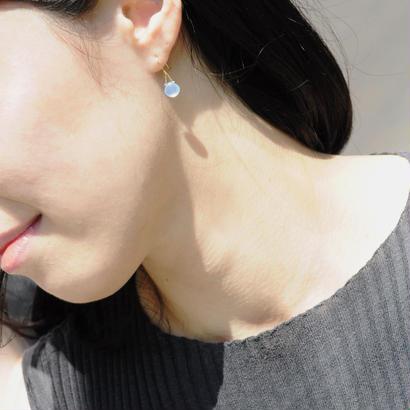 【anq.】K18/K10・マロンピアス 【誕生石・ギフト】カルセドニー