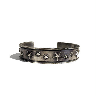 THEFT - star studs silver bangle