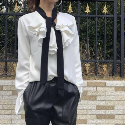 ボウタイ付き frill  blouse