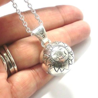太陽模様・銀の鈴のペンダントトップ