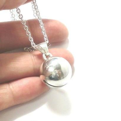 銀の鈴のペンダントトップ   直径15mm