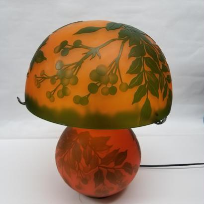 ガレスタイルテーブルランプ 草と実柄