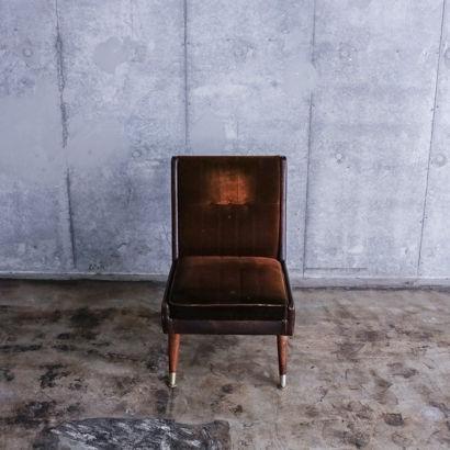 ボルドー色のソファ