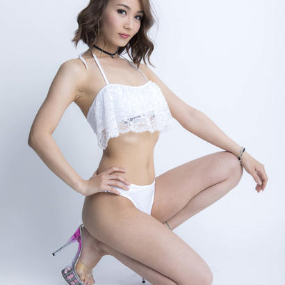pure white ビキニ