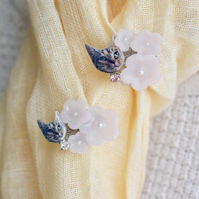 淡い桜の猫ブローチ