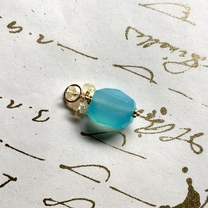 Sea Blue Chalcedony, Opal & K10YG Charm