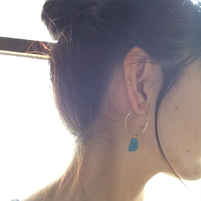 Apatite hoop Pierce