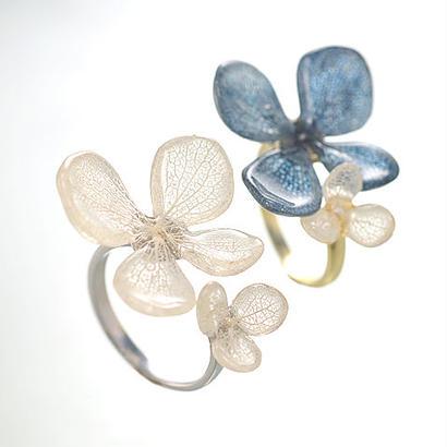 アジサイ ふたつの花弁のオープンリング