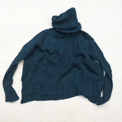 SURI ALPACA TURTLENECK SWEATER / PEACOCK