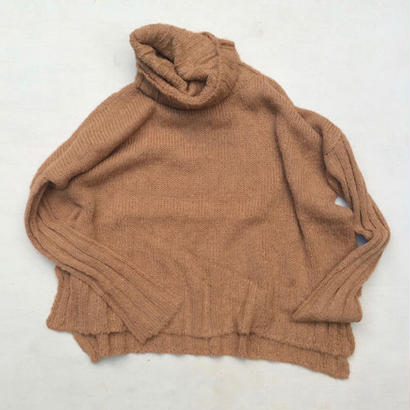 SURI ALPACA TURTLENECK SWEATER / CAMEL