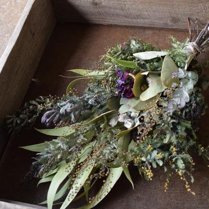 野の花屋  ミモザとテトラゴナナッツのスワッグ