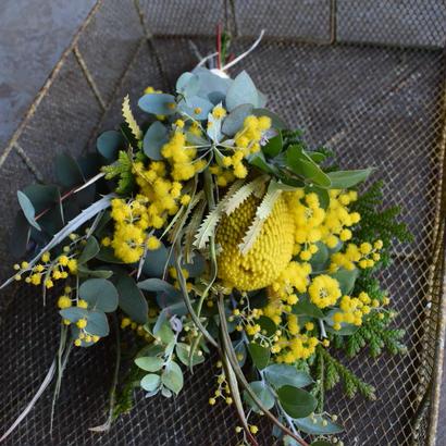 野の花屋 バンクシャーとミモザのイエロードライスワッグ