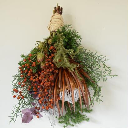 野の花屋 キングプロテアのクリスマススワッグ