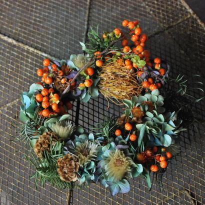 野の花屋 ツルウメモドキと秋色アジサイのリース