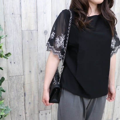 EMBROIDERED SLEEVE TOP black