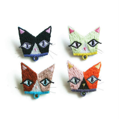LOOK AT ME CAT BROOCH