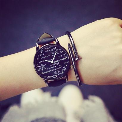原宿スタイル レトロ ファッション時計 男性 女性クォーツ時計 クリエイティブ恋人腕時計 レザーバンド 105