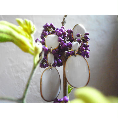 【3stones earrings White】[PEKI!RARIGON]