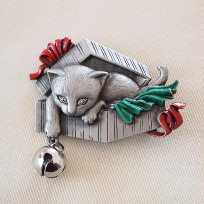 JJ ヴィンテージブローチ 子猫とギフトボックス 2