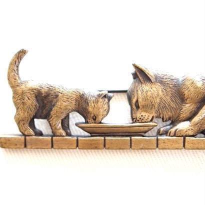 JJ ヴィンテージブローチ ママ猫と子猫のごはんタイム